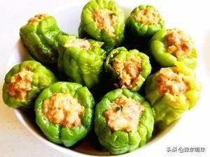 """婆婆自制""""青椒酿肉"""",鲜香味美,香辣又过瘾,关键做法还简单!"""