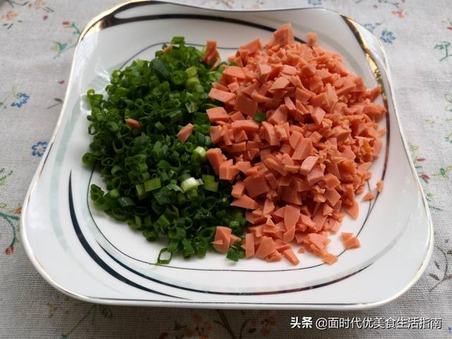 妈妈做的这款面食,口感松软鲜香,配上一碗小粥,永远吃不烦