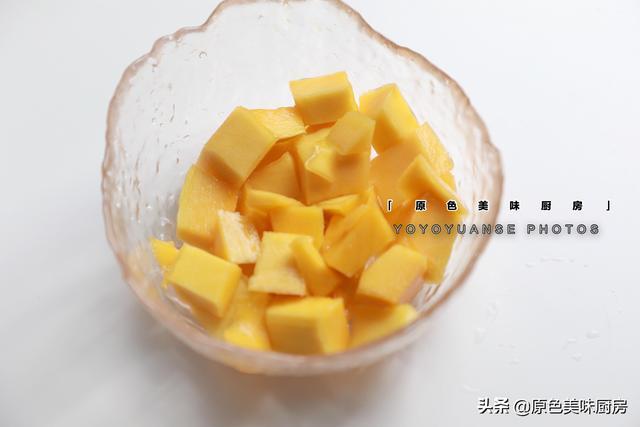 夏日炎炎,滑嫩嫩的芒果冻做起来,非常简单快手