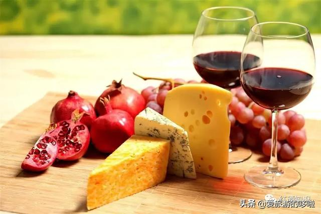 喝红酒时,这些食物千万别吃