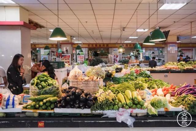 在各种市场逐渐消失的郑州,每个幸存的菜场都显得格外珍贵
