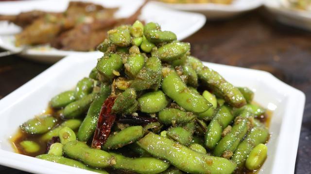 夏至季节,武汉人将新鲜黄豆吃出新花样,凉拌毛豆越吃越带劲