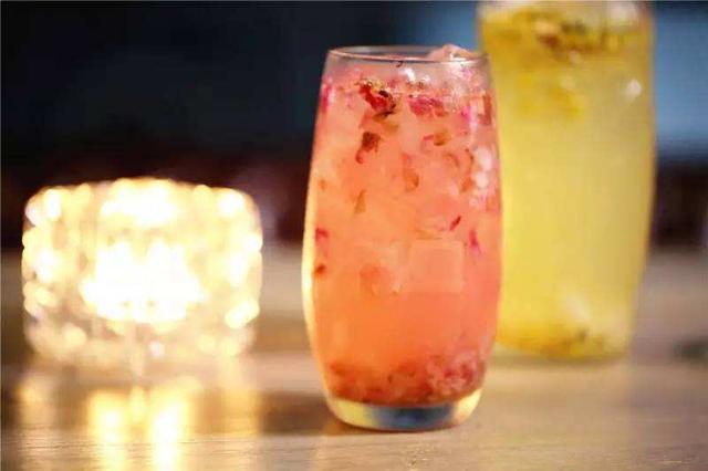 这一款夏日特饮,热量低,还养颜美容,步骤也简单,你在家就能做