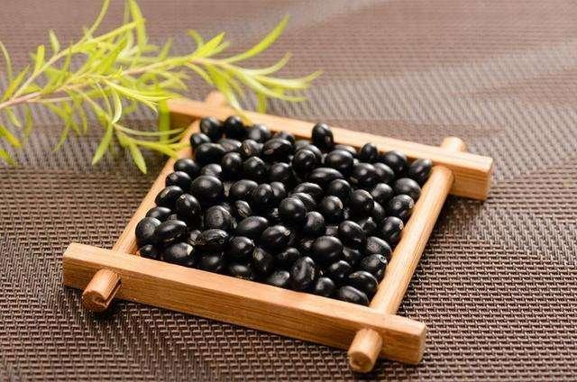 芝麻还是黑豆,这些食物能让头发变黑?其实不如ta
