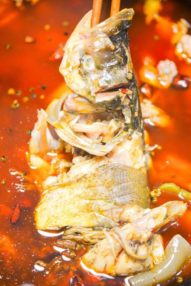 一吮就脱骨的美蛙鱼头,只管敞开来吃
