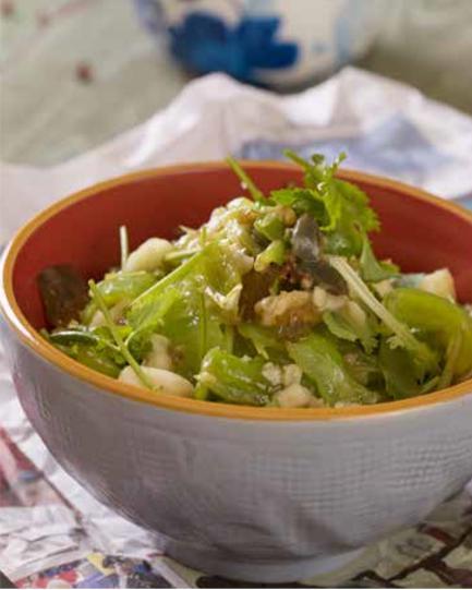 青椒擂皮蛋,微辣清甜又快手,让人胃口大开,天热的时候吃不够