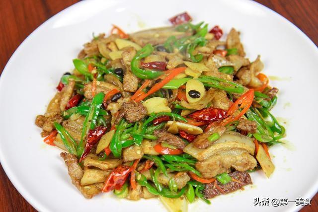 青椒炒肉到底要不要焯水?很多人做的都不对,难怪油腻不好吃