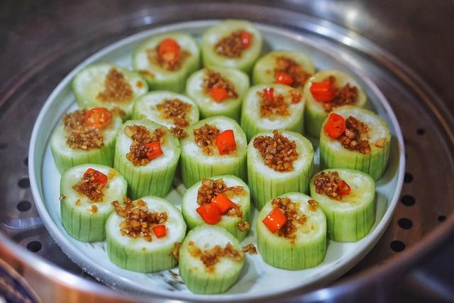 五分钟快手菜,丝瓜还能这样吃,清热又去火