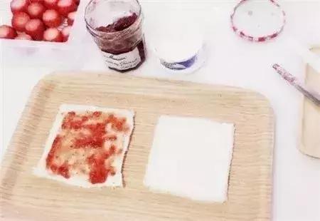 口味极佳,颜值超高,超Q的草莓三明治卷