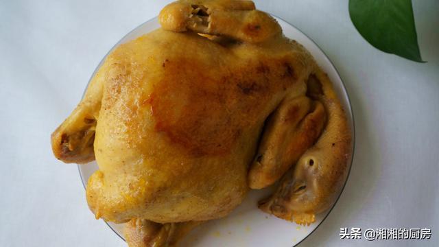 想吃盐焗鸡不用出去买,电饭锅里一扔,不加油不加水,比买的好吃