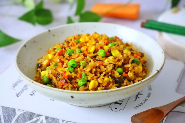 端午节,糯米别总包粽子了,学会新吃法,比粽子简单,比炒饭好吃