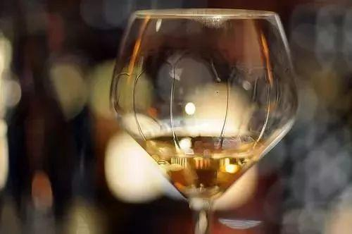 好酒的标准究竟是什么?价格?口感?还是香气?