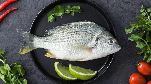 煎鱼可以不粘锅又不破?原来只要煎之前多做一个小动作