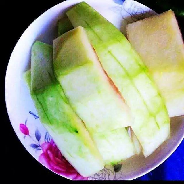 「食疗药膳」今日夏至,天气酷热!就来个好味道,并能祛湿解毒、清热解暑、开胃消食的三豆西瓜翠鸭汤