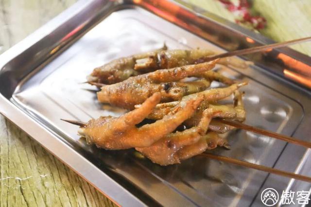 这周我们也就吃了春卷烧烤水煮鱼卤牛肉烩面烤鱼而已......
