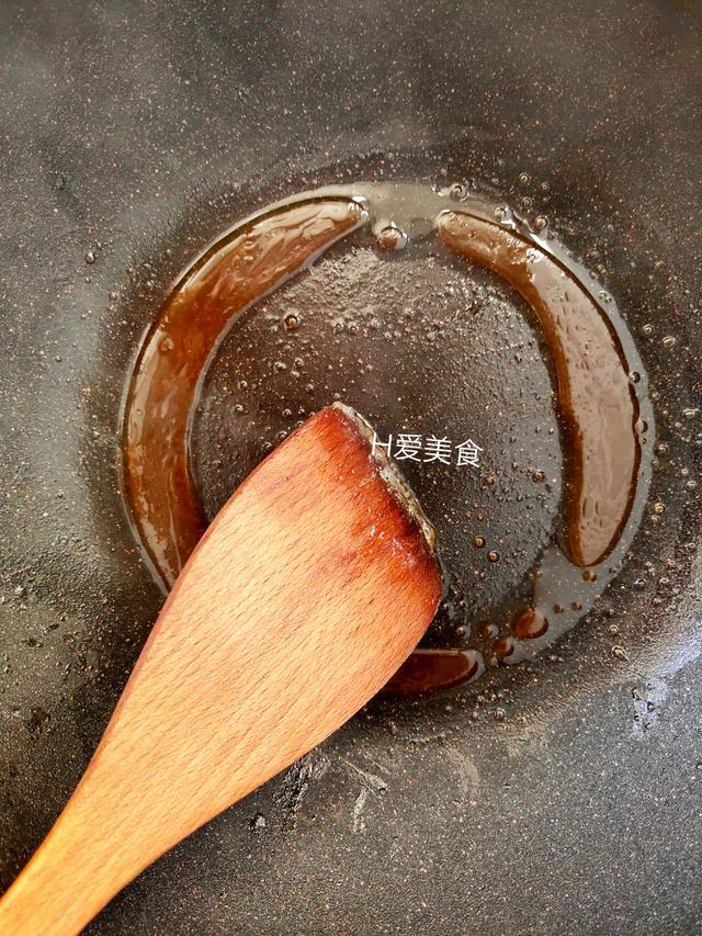 掌握这几步,在家就能做酱香浓郁、不油不腻肉烂而不柴的大骨头