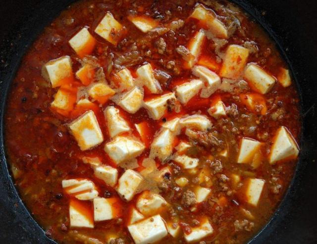 """做麻婆豆腐时,豆腐老是容易碎,试试多加""""这一步"""""""