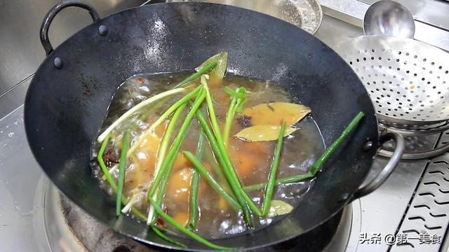 猪蹄怎样做好吃解馋?厨师长教你新吃法,不用高压锅照样软烂入味