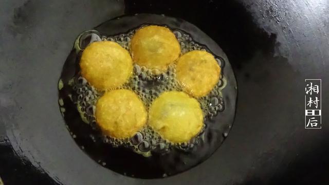 做油炸糕我有小技巧,外酥里嫩,媳妇说有北方老家的味道