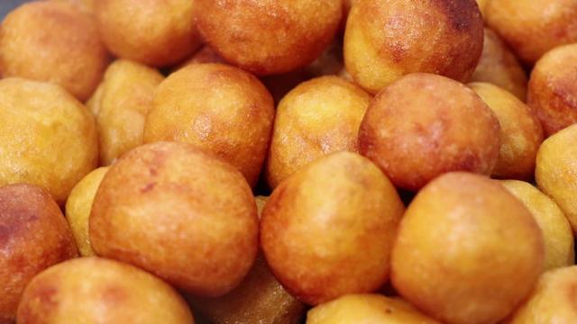 红薯丸子好吃有诀窍,香甜软糯不油腻,个个外酥里嫩,好吃简单