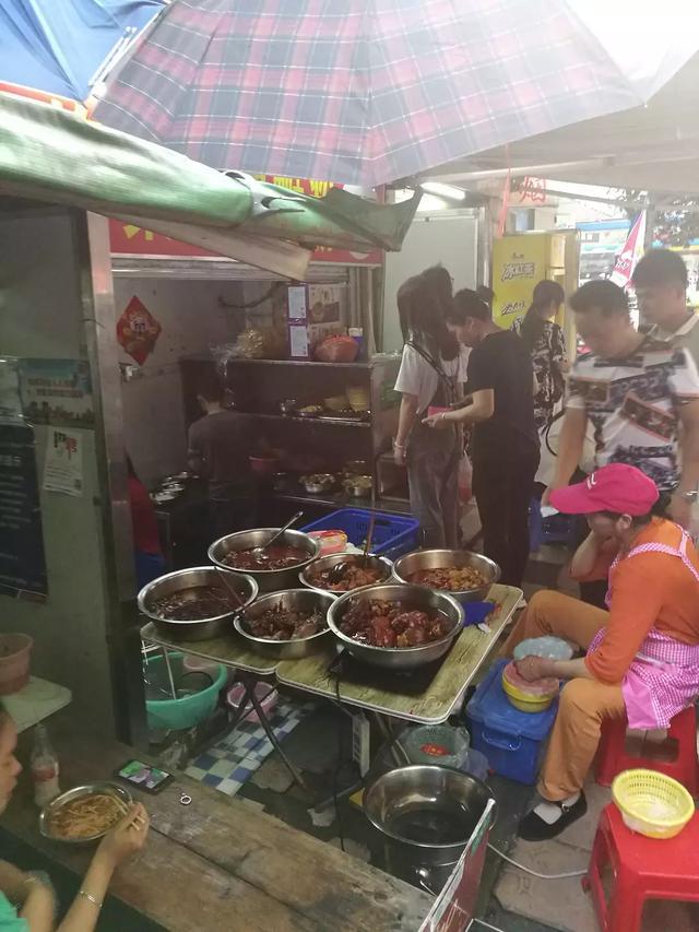 作为一个柳州人打卡的柳州螺蛳粉店。
