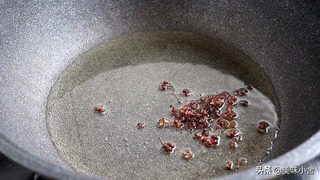 纯手工自制土豆粉,原来诀窍这么简单,劲道爽滑,好吃无添加剂